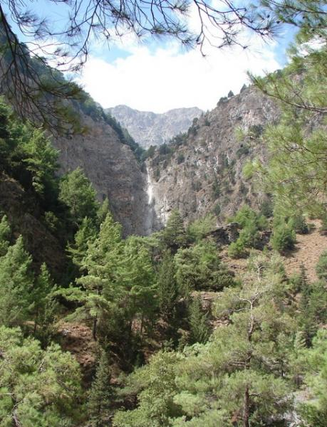 Looking to the top of Samaria Gorge