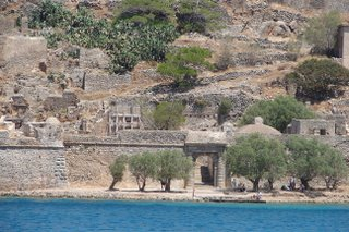 Spinalonga ferryman entrance.jpg