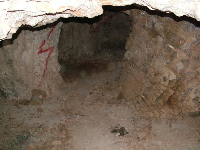 Tunnel entrance with flash gun