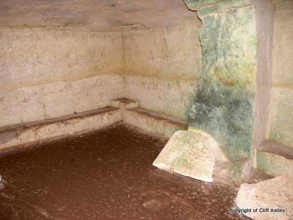 Minoan Burial Chamber, half way between SPILI & Rythemno